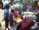 """Peserta-peserta SK Sena membentangkan produk mereka, """"Blend The 3D"""" kepada para juri Kem/Karnival Rekacipta dan Inovasi Matematik 2014 di UPSI baru-baru ini."""